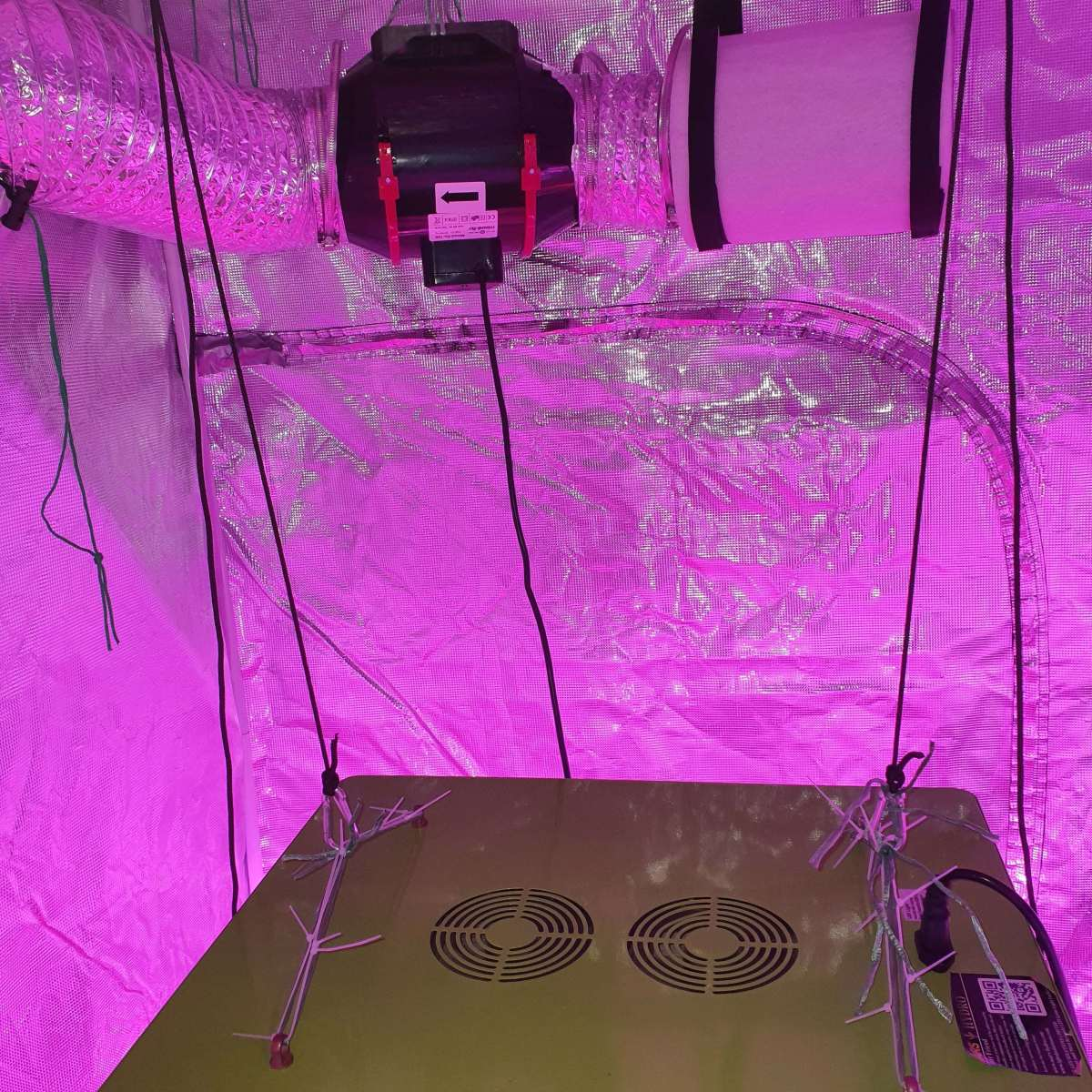 Carbon Filter and Exhaust Fan for Indoor Grow Tent.