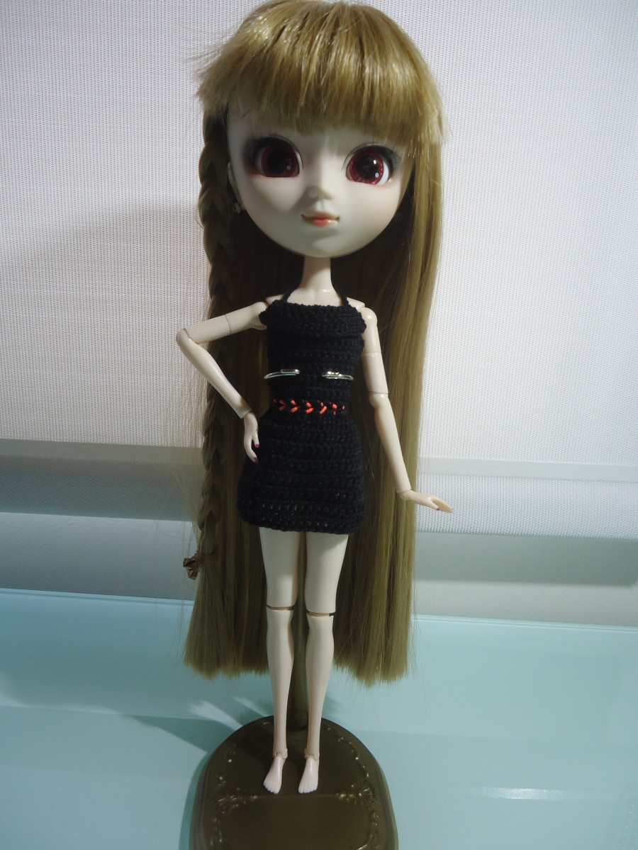 Pullip Little Black Dress (Free Crochet Pattern)
