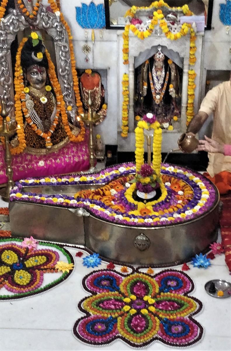 Koteshwar Shiva : inside the sanctum