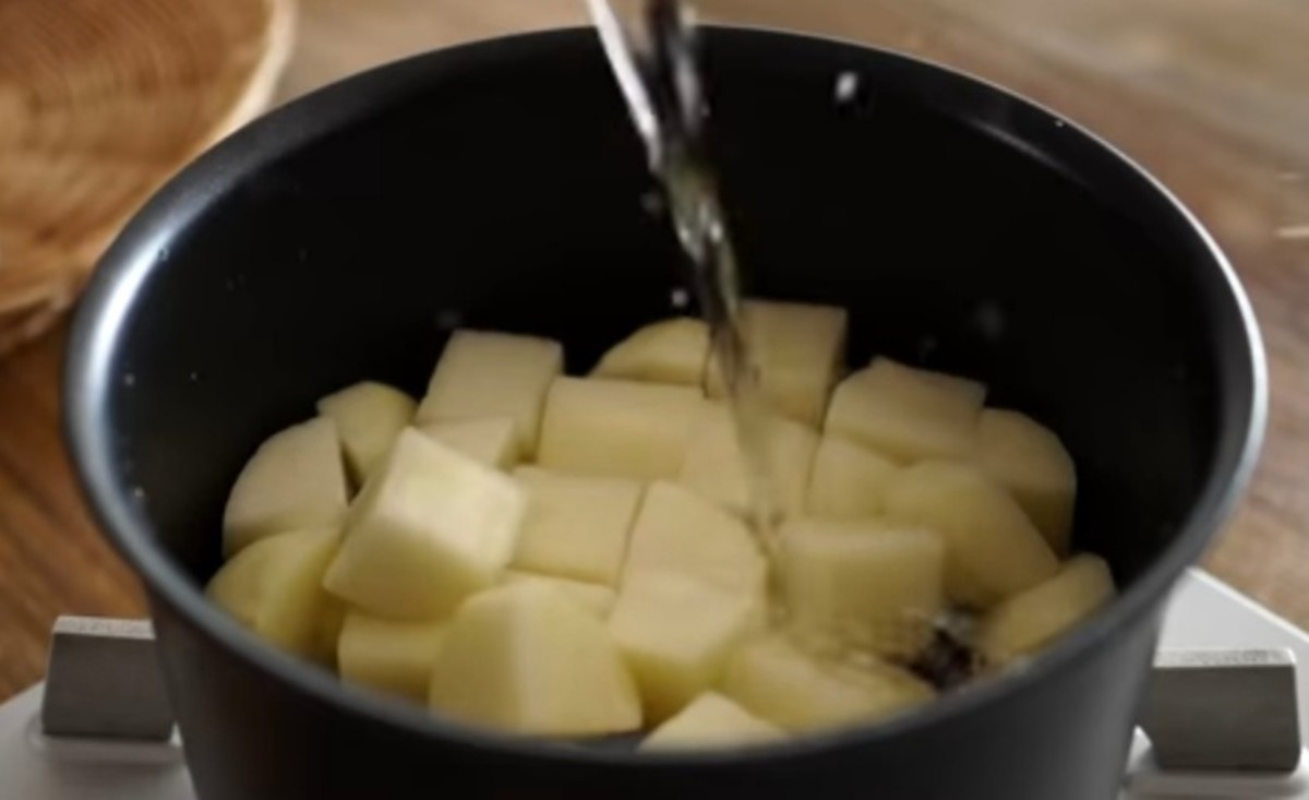 Step 3: Boil the potatoes for 5 minutes. Then drain and rinse with cold water.