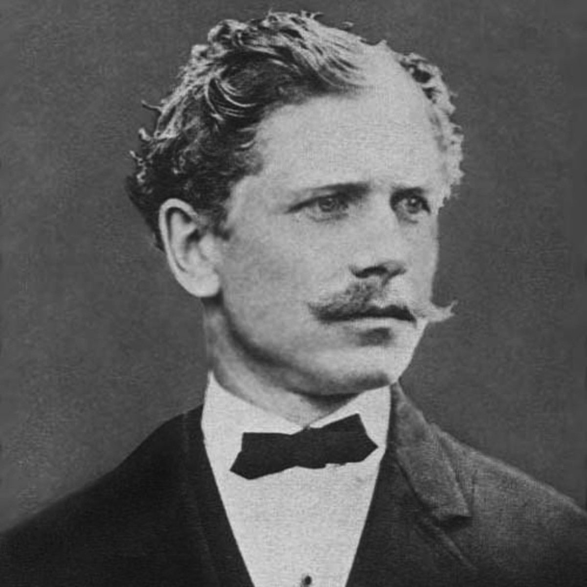 Winston Groom's El Paso attempts to explain the unsolved fate of author Ambrose Bierce, who disappeared in Mexico during that country's revolution.