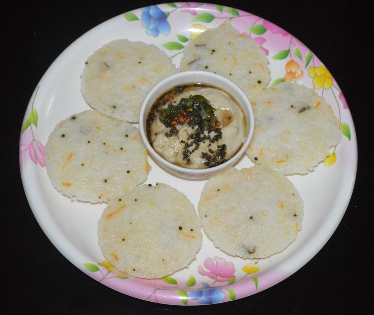 Sago Idli (Sabakki idli or Sabudana idli) served with coconut chutney