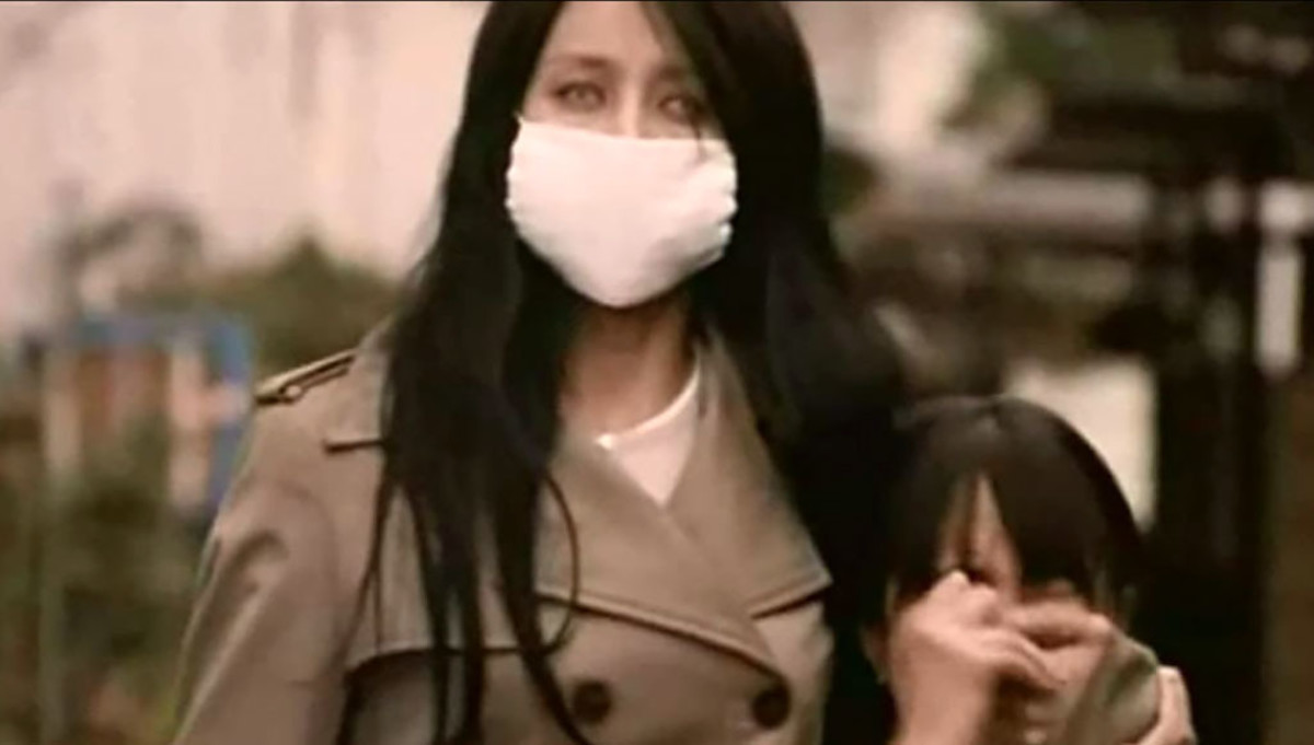 The Kuchisake-Onna doesn't wear a mask for social-distancing purposes.