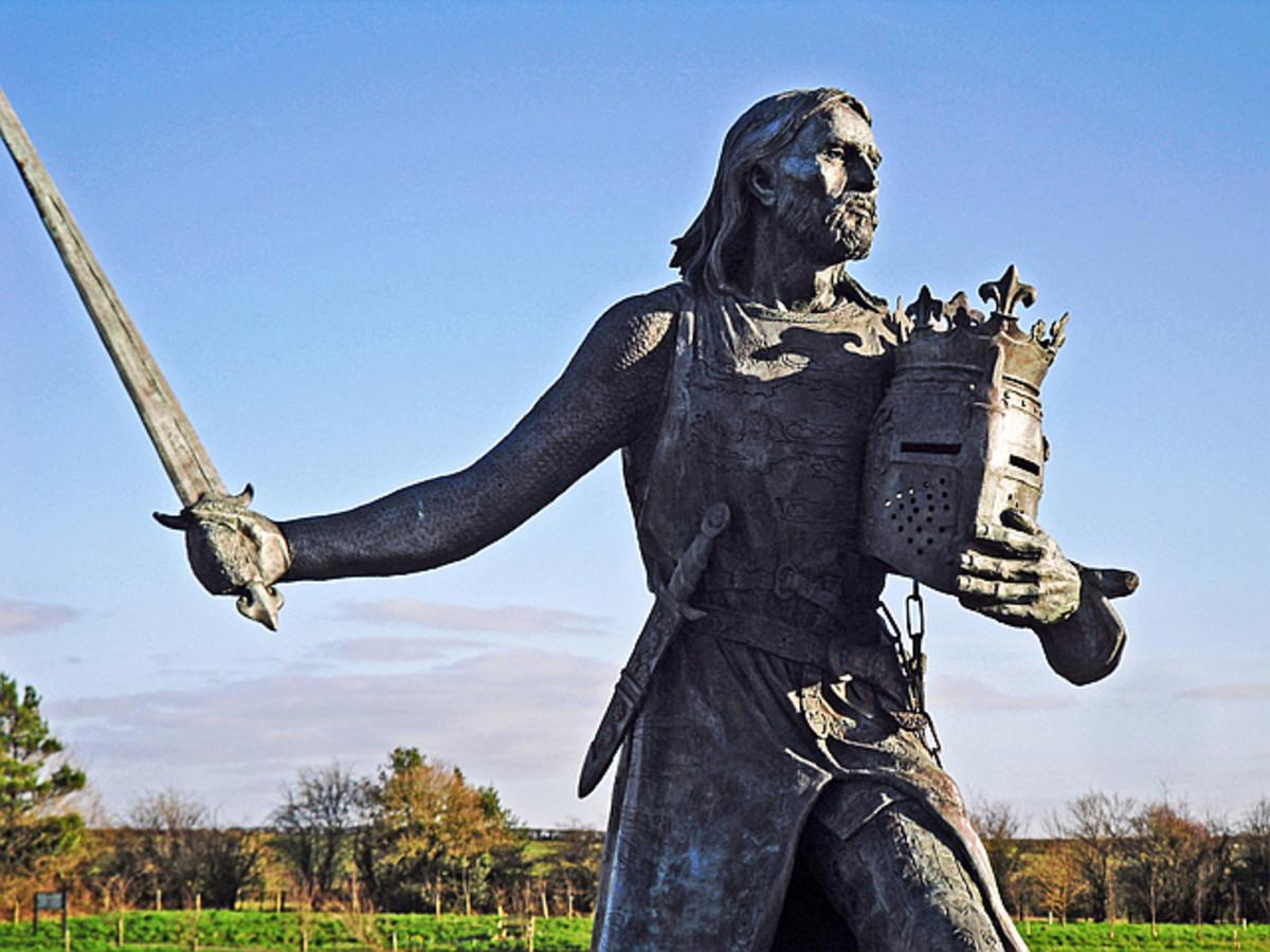 Edward I brandishing his sword.