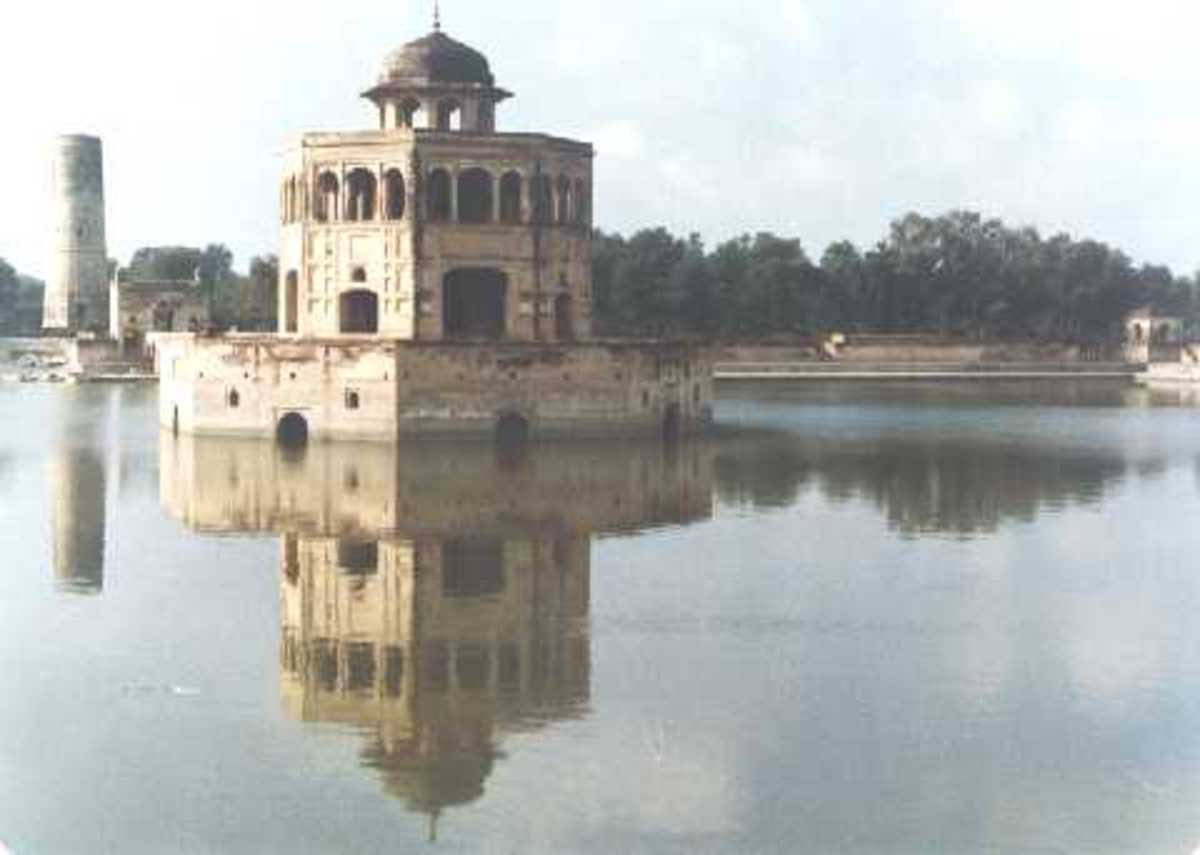 Hiran Minar near Lahore is a historic building built by Mughal Emperor Jahangir (1569 – 1627)