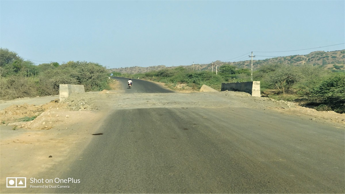 """The road from Bhuj to """"Mata No Madh"""""""