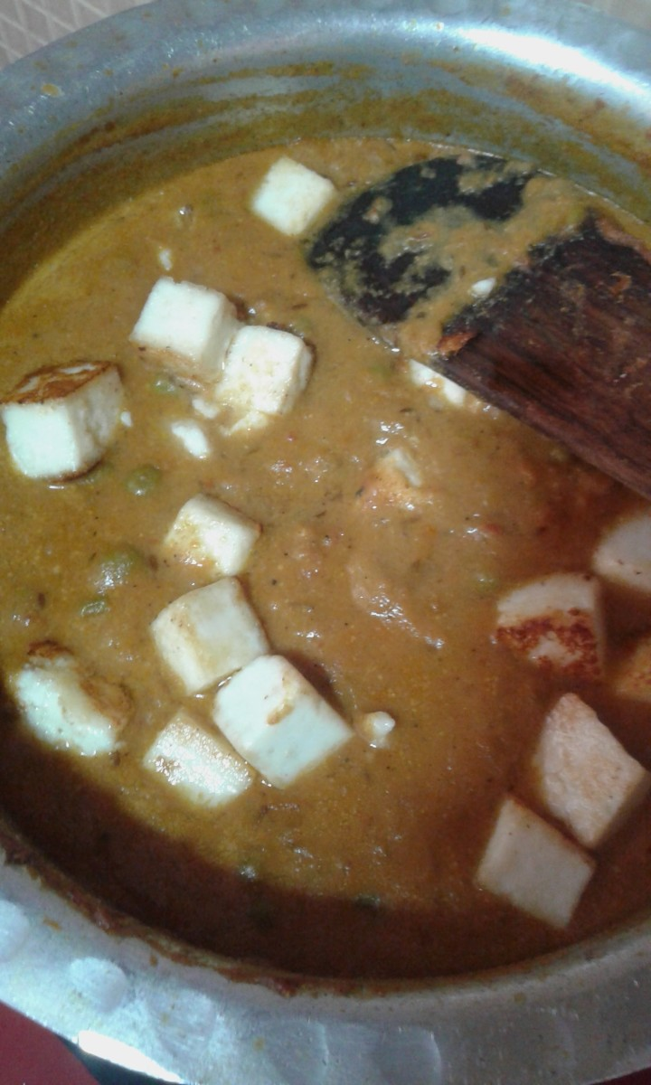 Add water and paneer and mix well. Cook for 10-12 minutes until oil floats on top.