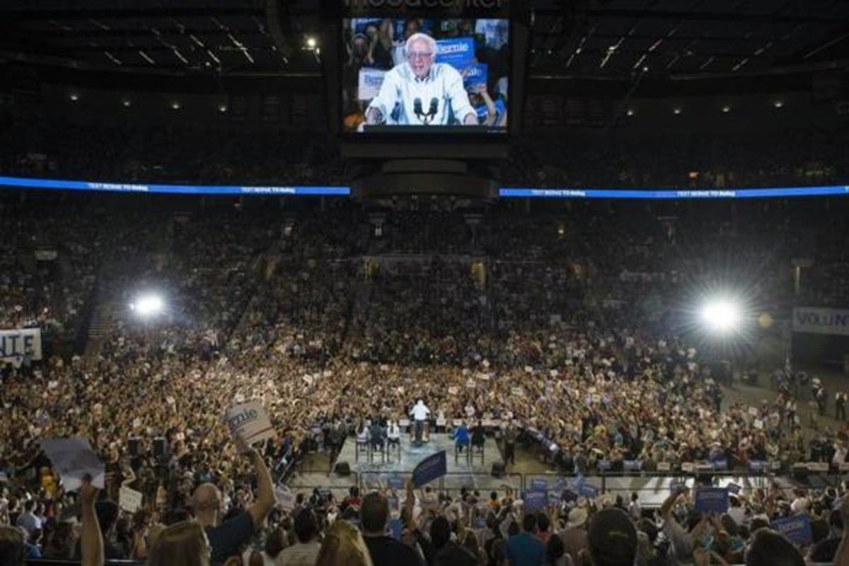 Bernie Sanders packs arena, but can only get a ten second afterthought mention on the major media outlets.