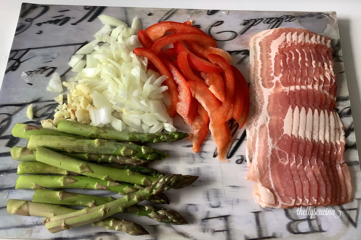 Some of the ingredients: garlic, onion, green asparagus, red bell peppers, and bacon.