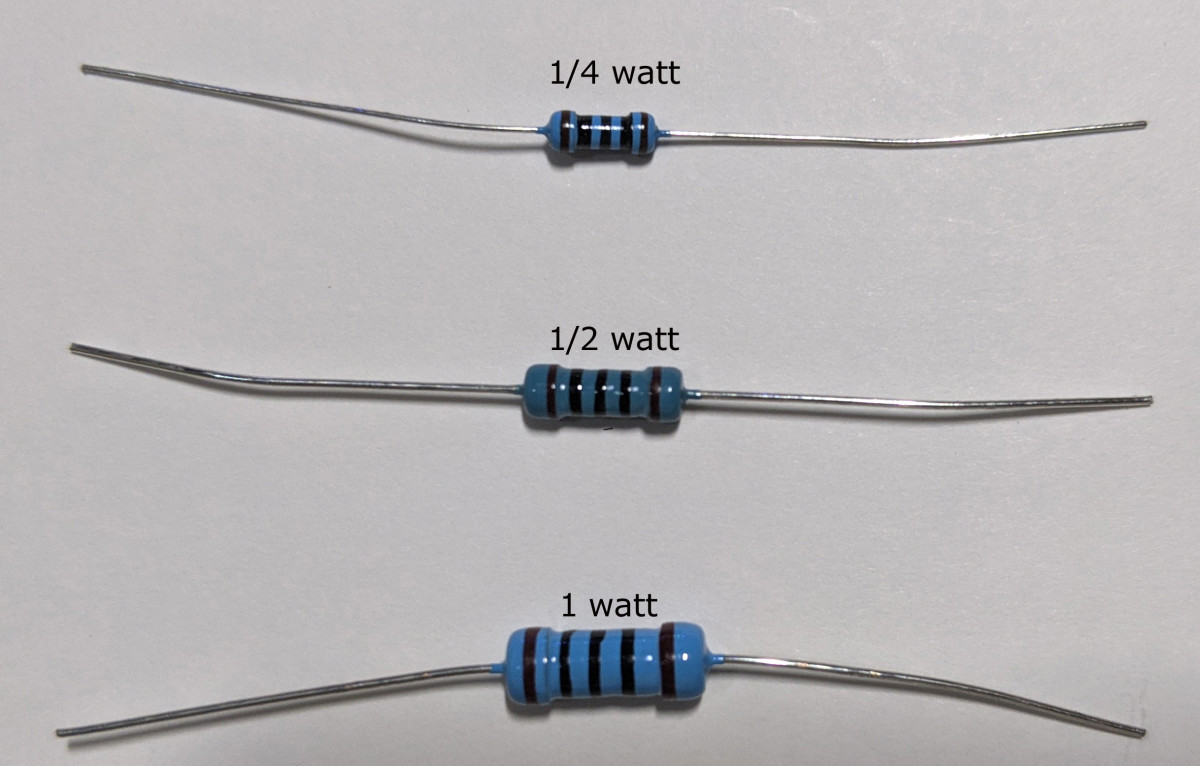 Resistors of the same resistance value (100 ohms) but of different wattages.