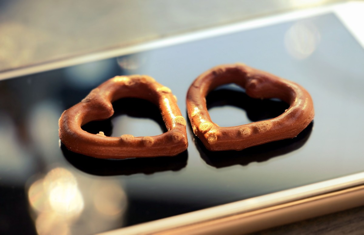 Sometimes cute snacks can be romantic, especially combined with a phone call where you share the experience together.