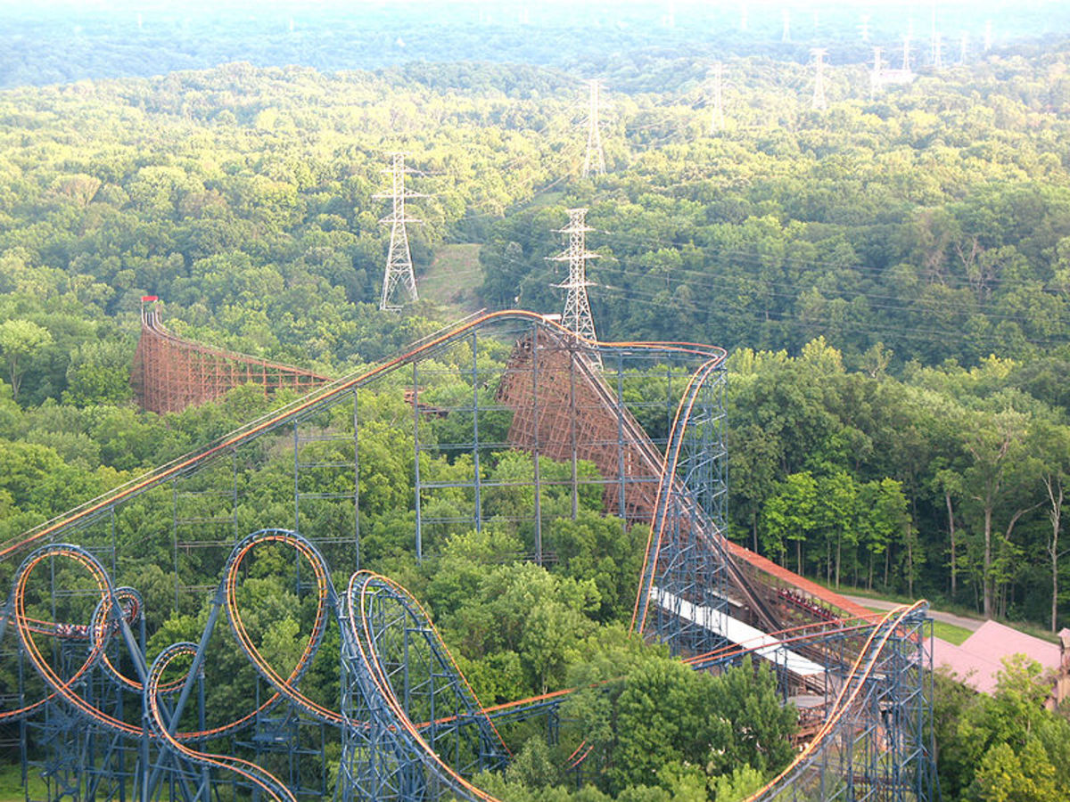 A train begins its initial ascent up the Beast, with the Vortex in the foreground.