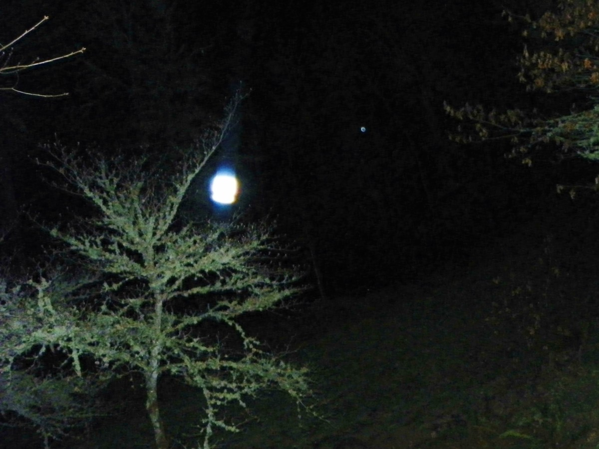 A bright white orb that I believe may be the projected light of the Holy Spirit, appeared to me on Easter eve 2012