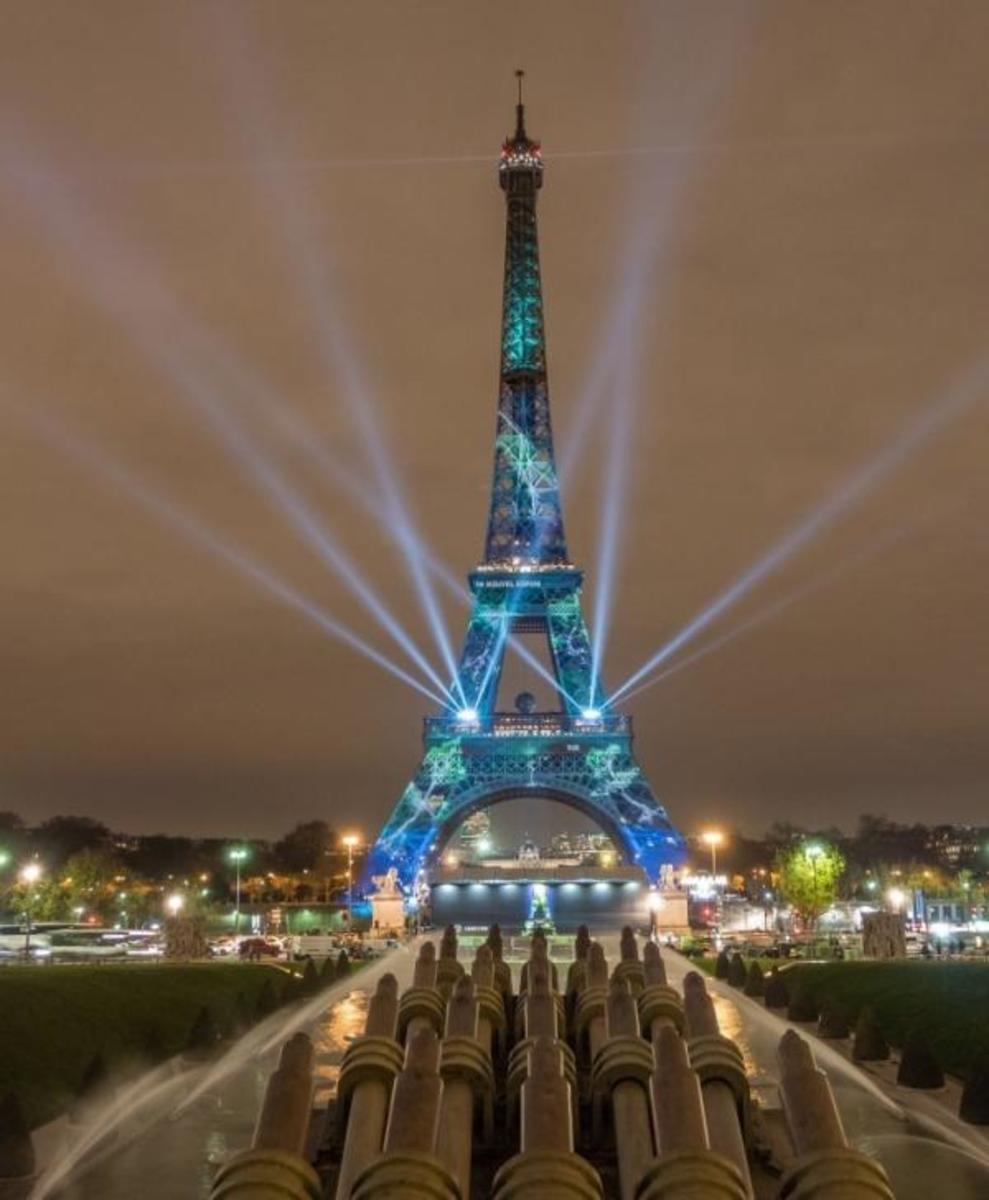 Light Show of the Eiffel Tower