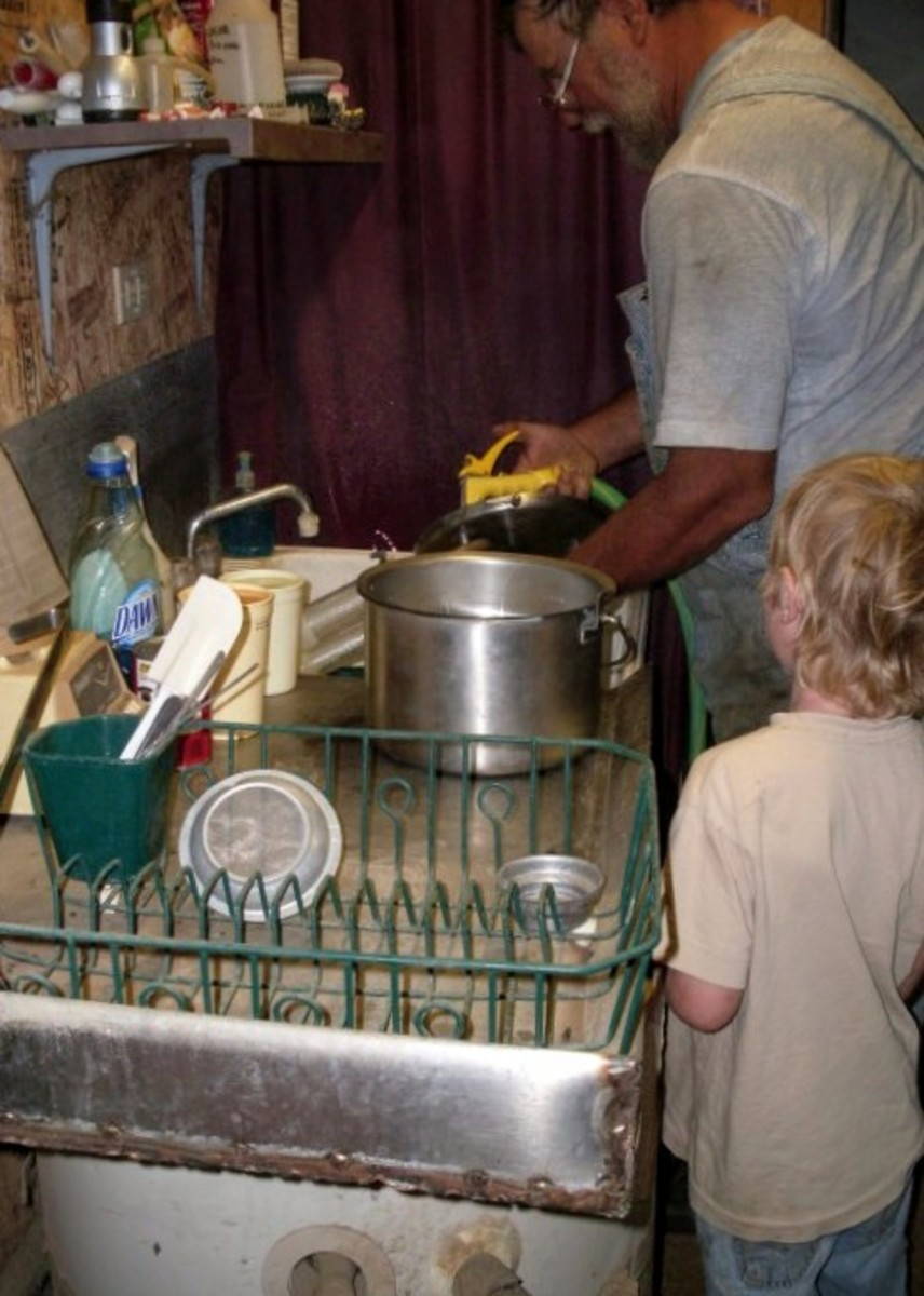 A stainless steel drainboard, where Mr. James can organize and store his equipment, is a very convenient thing.