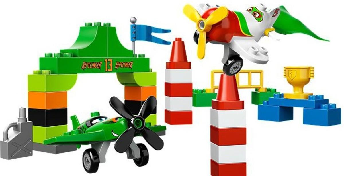 LEGO Duplo Disney Planes Ripslinger's Air Race.