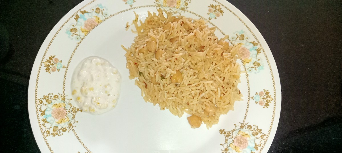 Serve this pulao with raita, veg salad, pickle or papad. Here I served it with bundi raita.