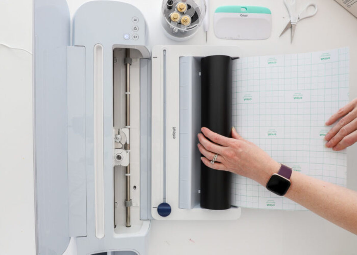 The new Crisut Roller Holder is an innovative accessary to the Cricut Explore Maker 3 and the Cricut Explore 3