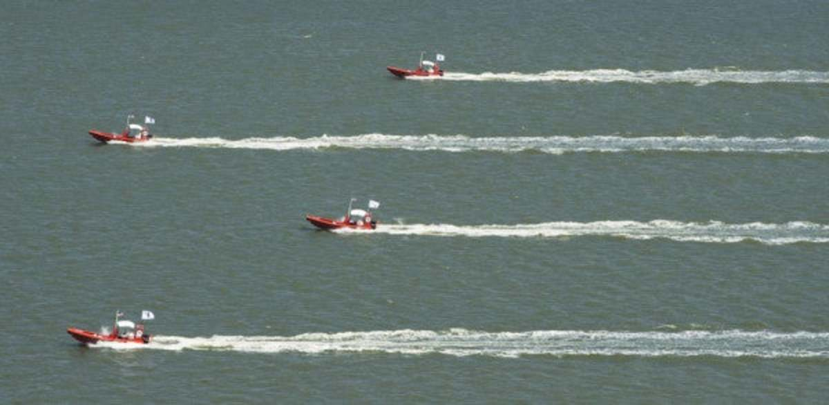 The swarm of robotized military speedboats