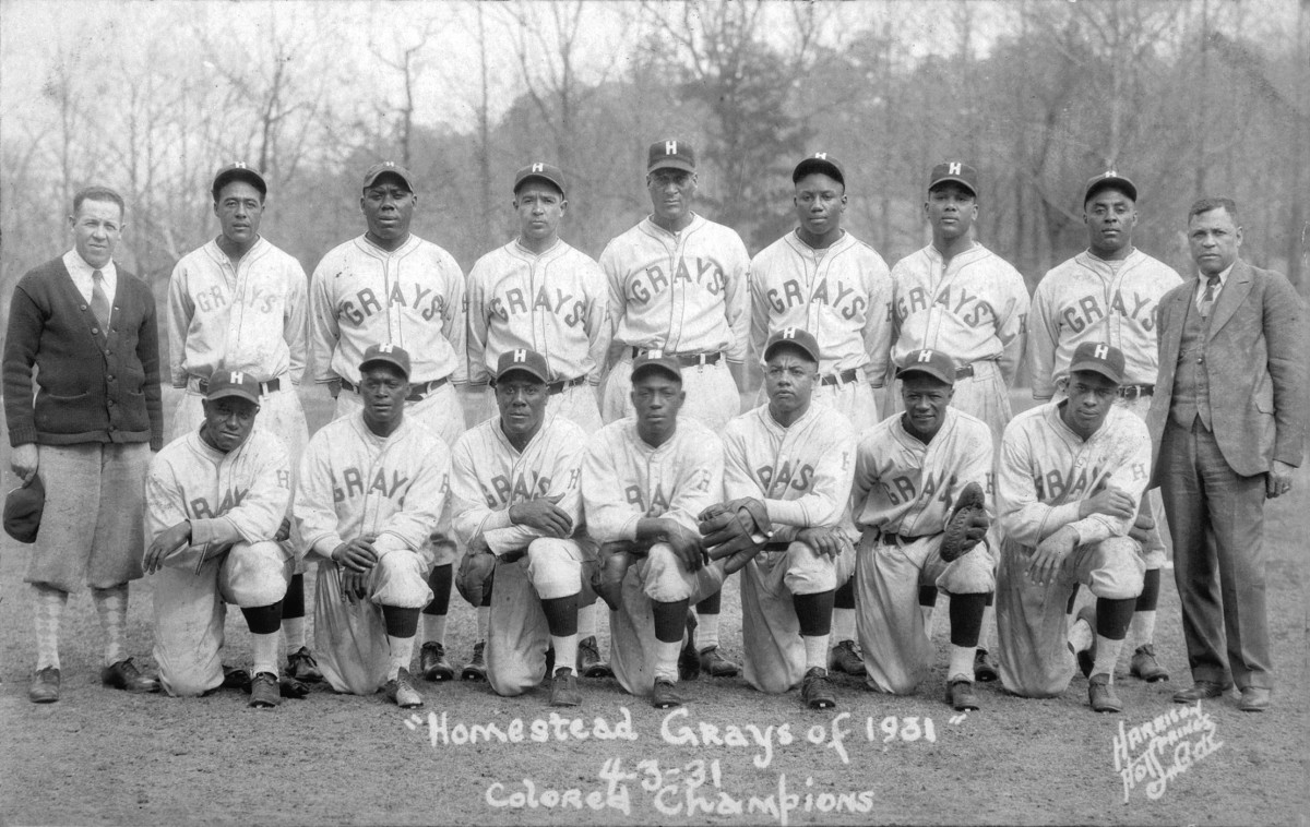Josh Gibson (back row, fourth from right) was among the many stars on the Homestead Grays of the Negro Leagues.