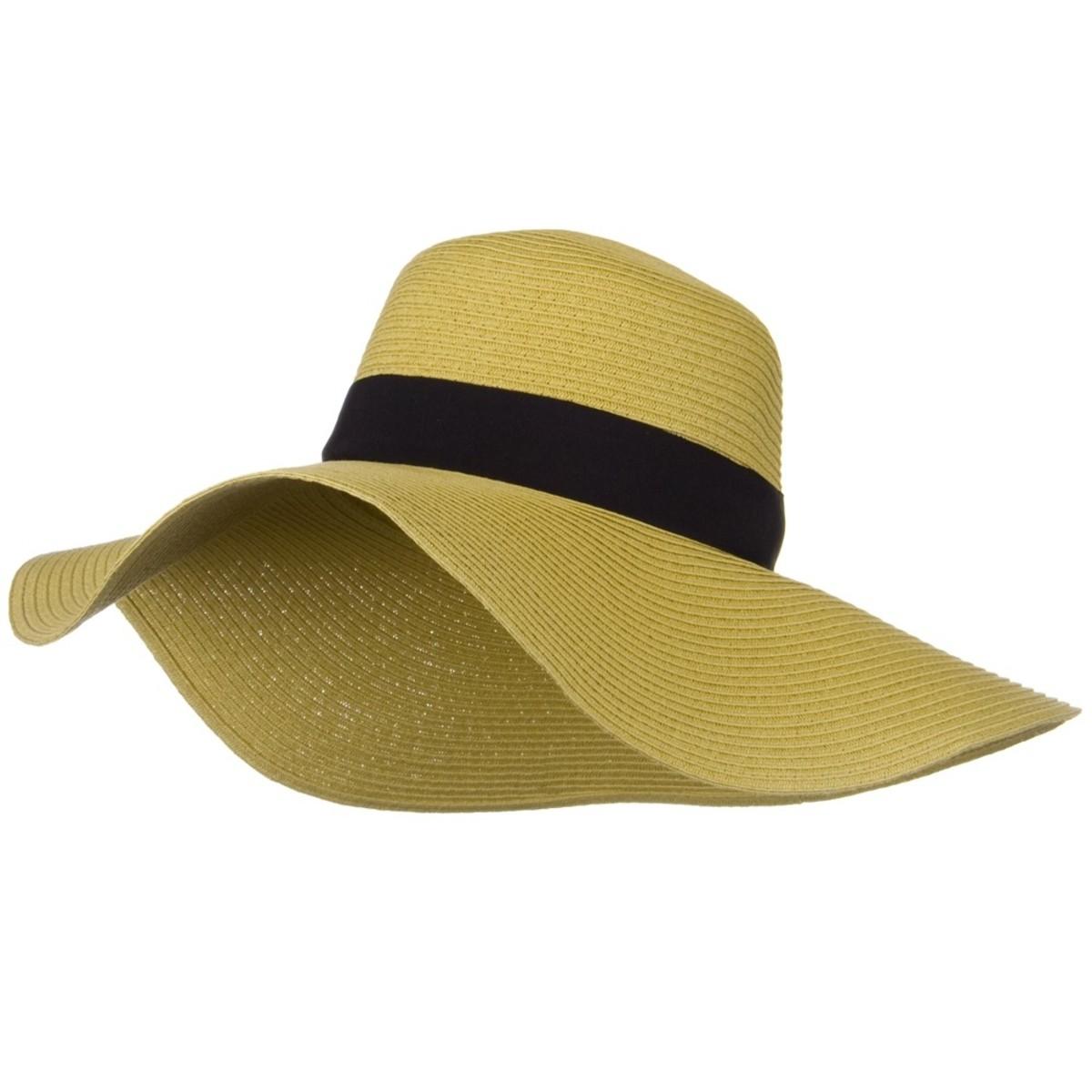 Wide -rimmed hat