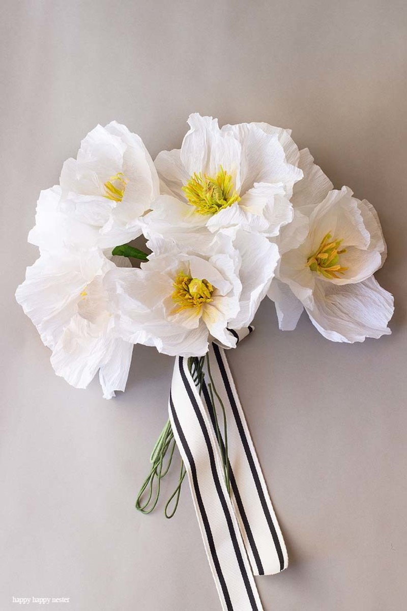 Create paper poppies. Tutorial includes template