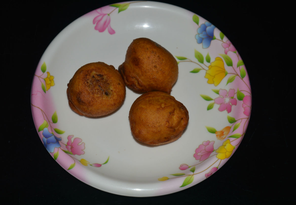Dip the balls in the batter and fry them in medium-hot oil for 4-5 minutes or till they are golden brown. Remove them to a paper towel to absorb the excess oil from the bonda/balls. Repeat the procedure for all of the balls.