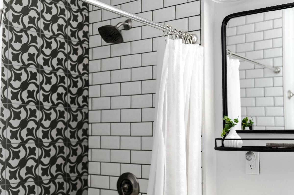 DIY Step-by-Step Guide to Remove Shower Doors From a Bathtub