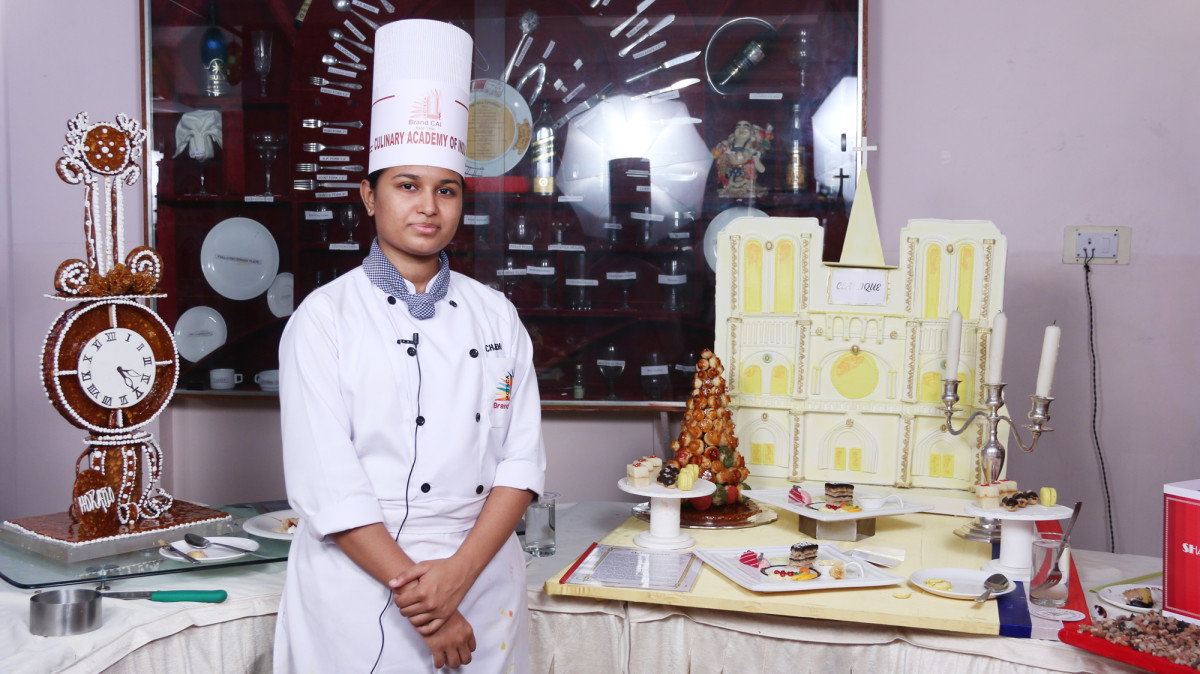 exemplary-pastillage-with-plated-dessert