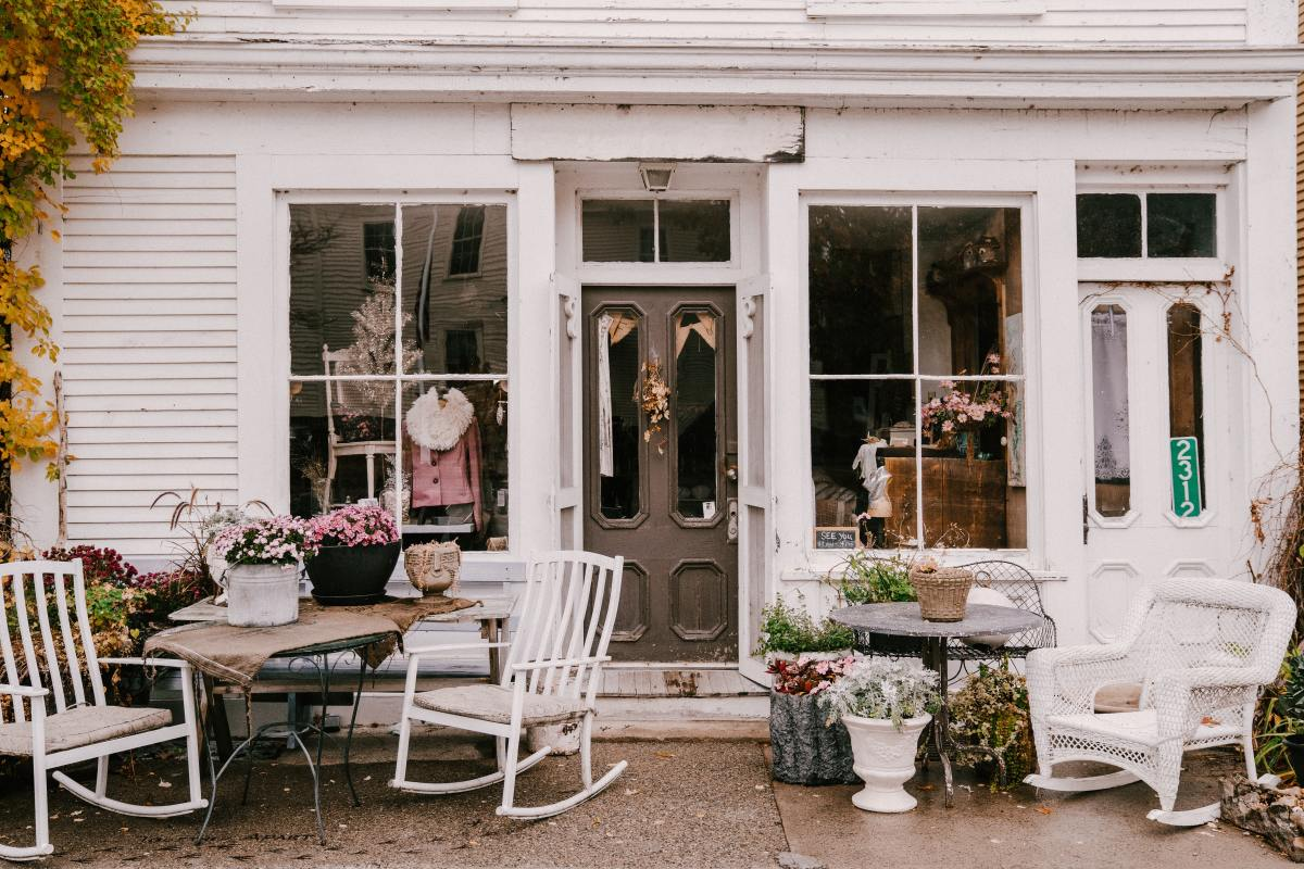 Why is The Cottagecore Fashion So Popular?