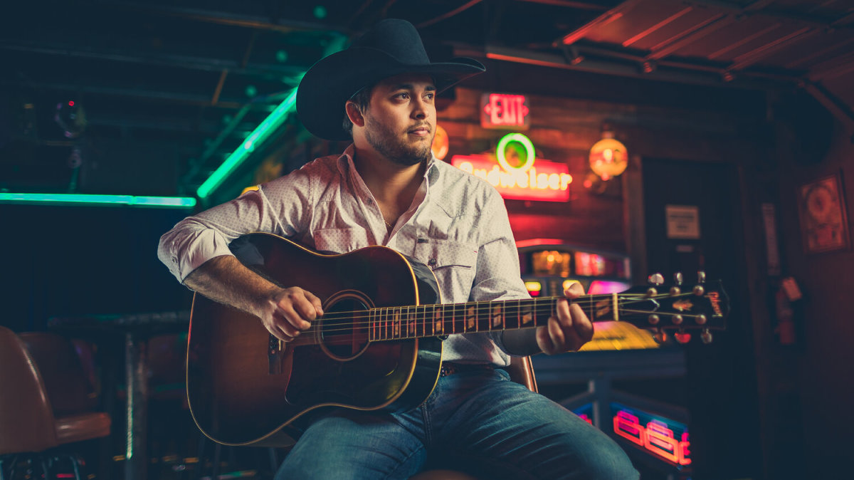 top-14-country-songs-that-should-be-blowing-up-the-radio-charts