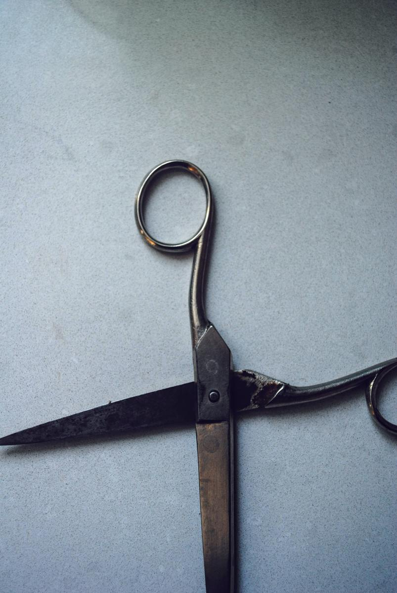 Dropping a pair of scissors has a hidden meaning that can spell disaster for a budding romance.