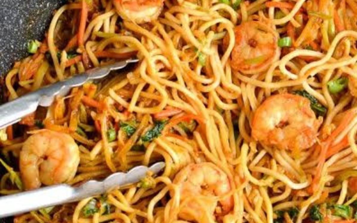 Stir-fried prawn noodles