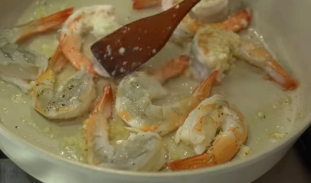 Step 4: Cook the prawns