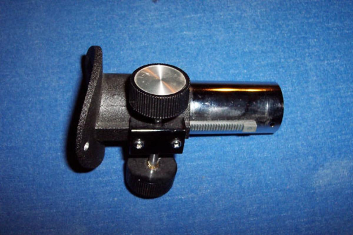 Rack and pinion eyepiece mount/focuser.