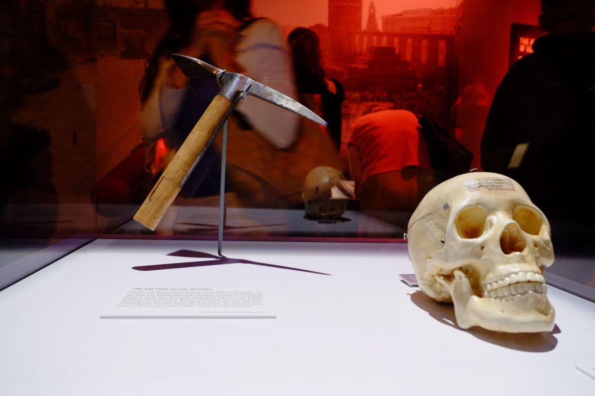 murder weapon on display at International Spy Museum, Wahington