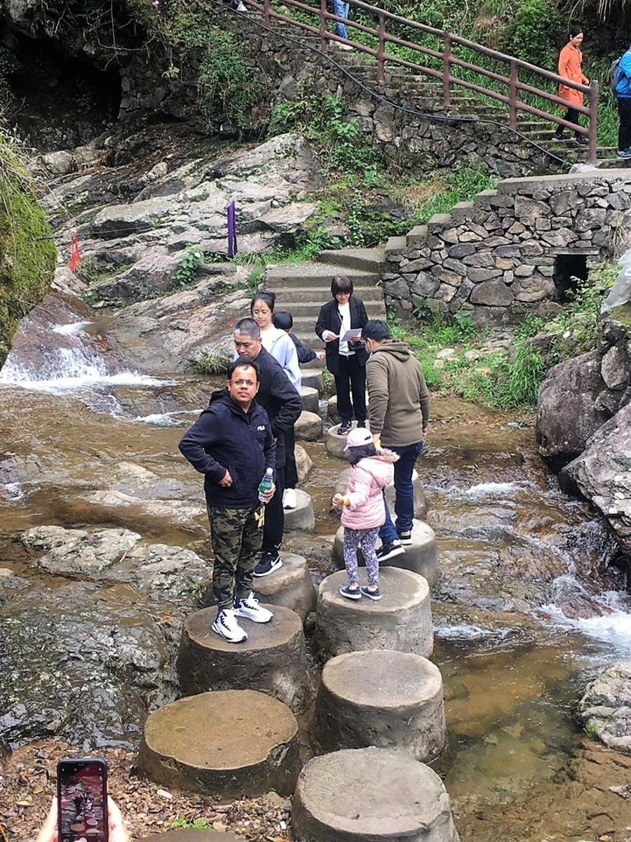 lingjiangyuan-forest-park-and-glass-bridge-china