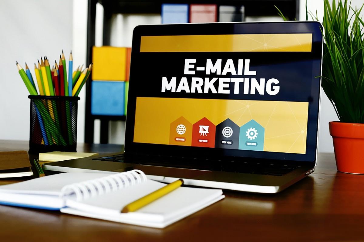 Email Marketing Desk