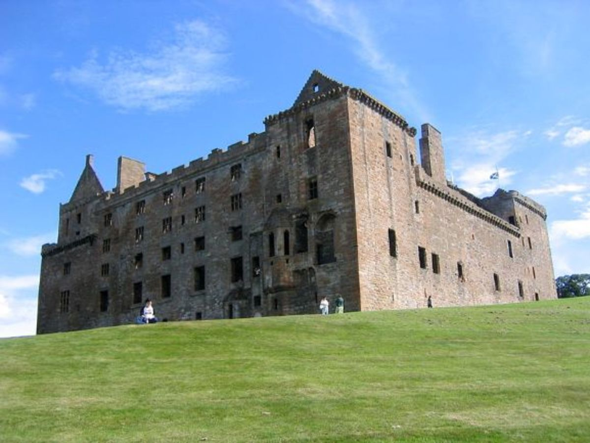 Linlithgow Palace, 2005. The castle is mainly ruins.