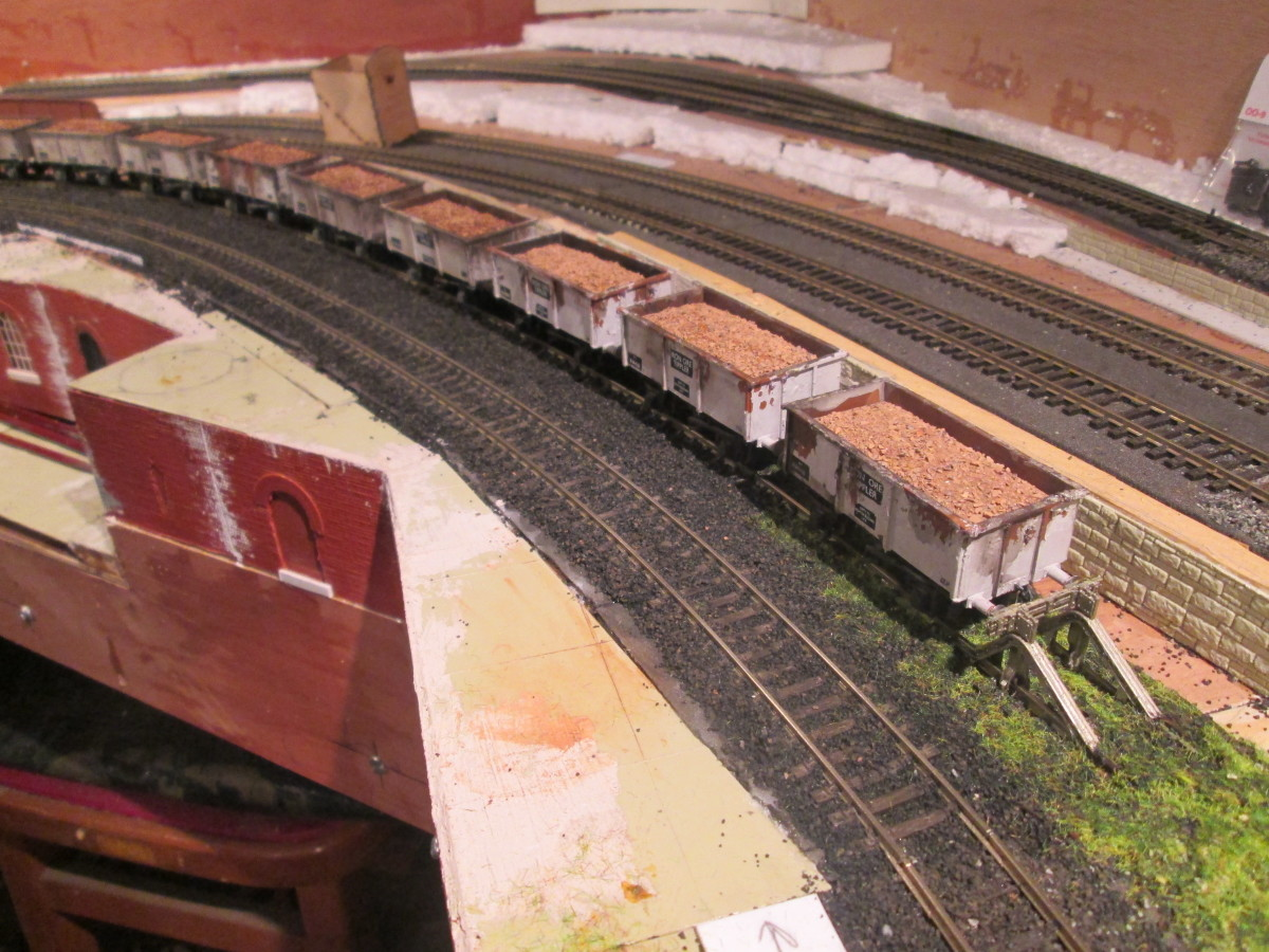 Unit 3 from Unit 2, the former Down Freight/Goods/Mineral road is now a siding, it's been ballasted and scenery has been begun with a semblance of concrete (to be painted accordingly)