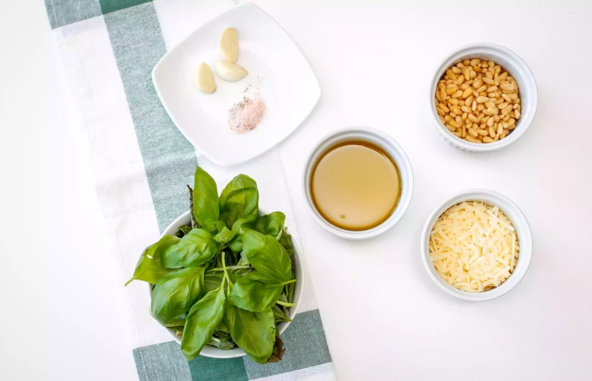 how-to-make-a-classic-pesto-sauce-in-10-minutes