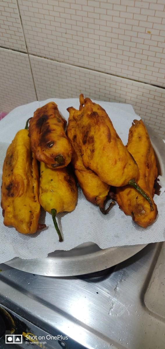 mirchi-vada-stuffed-chilli-fritters