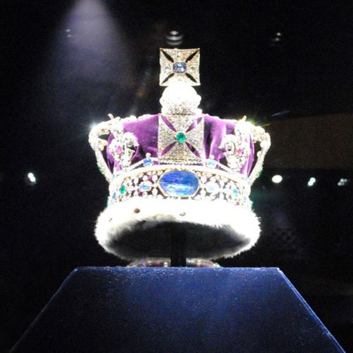 The reverse of the Imperial State Crown showing the Stuart Sapphire by Adam Storey, June 2012.