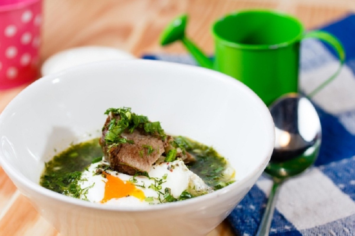 How to Make Green Cabbage Soup From Fresh Sorrel
