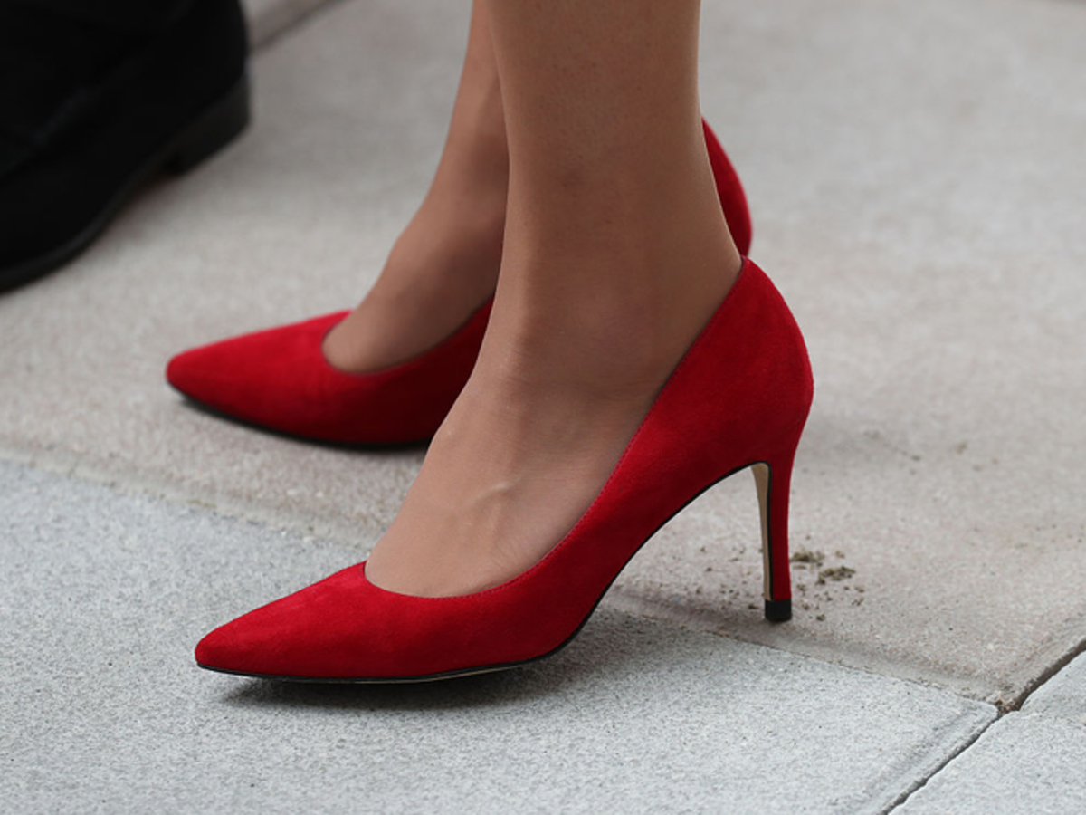 Shoes with the right midsole keep the feet relax in high heels.