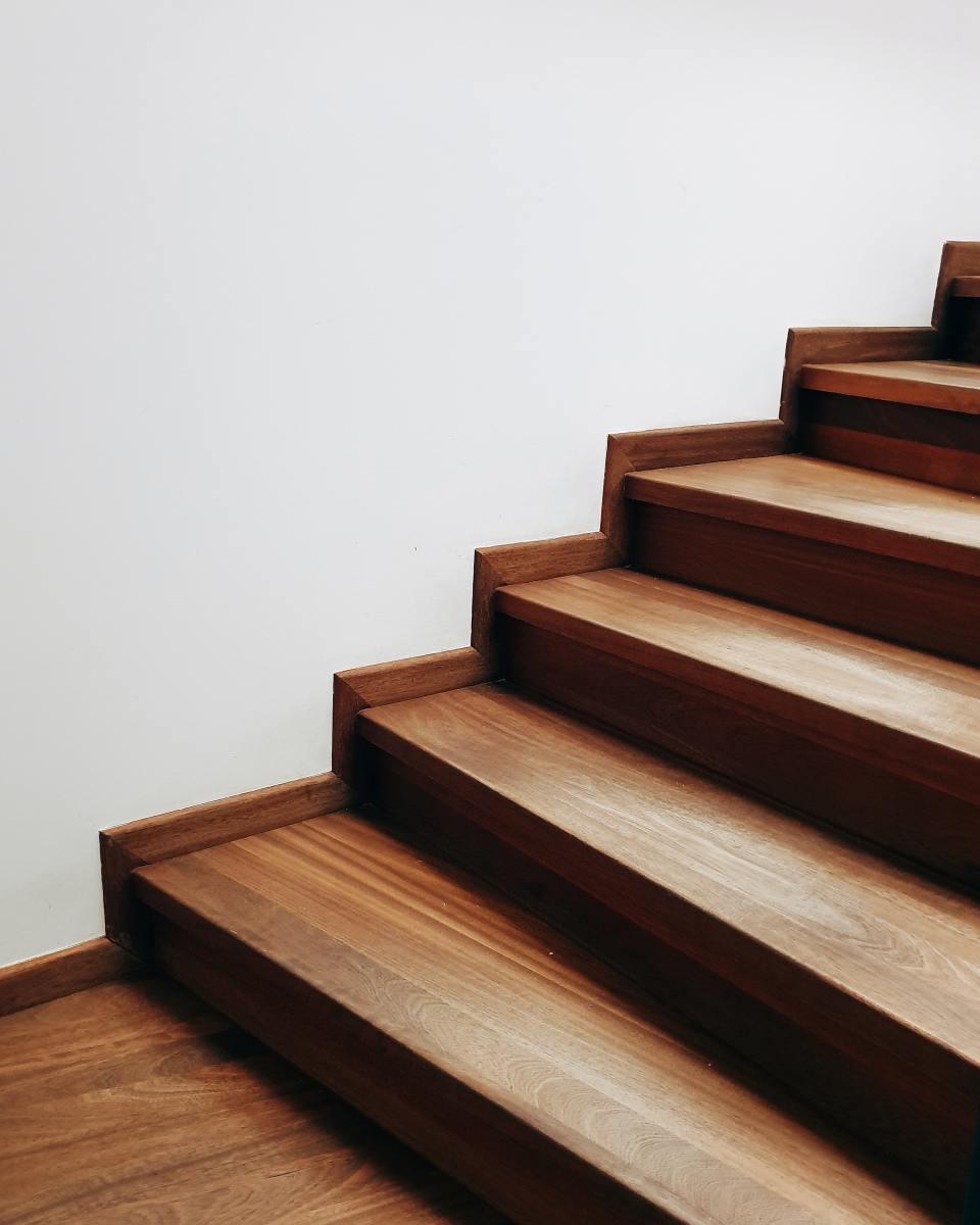What's the best hardwood floor glue?