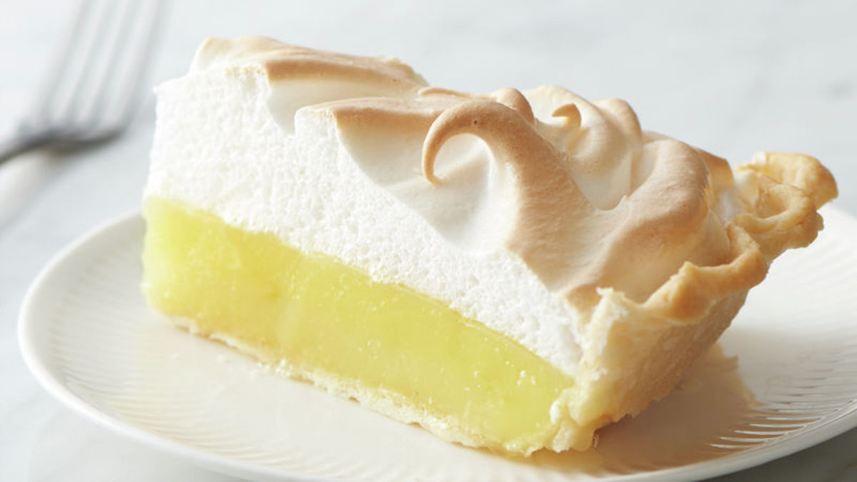 Your Meal Will Be Complete With This Tasty Lemon Pie