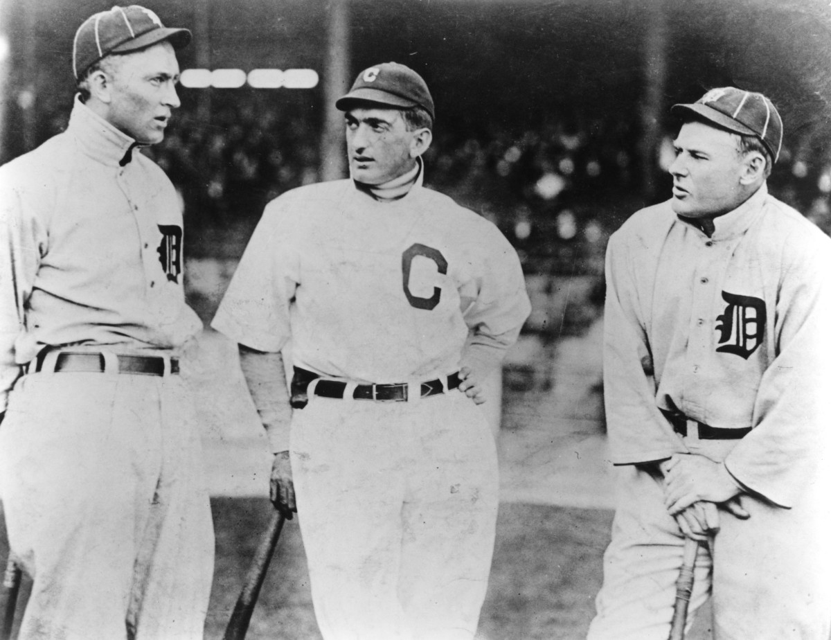 Joe Jackson (Center) talking with HOF Member Ty Cobb  (Left) and another Detroit Tigers player unnamed.