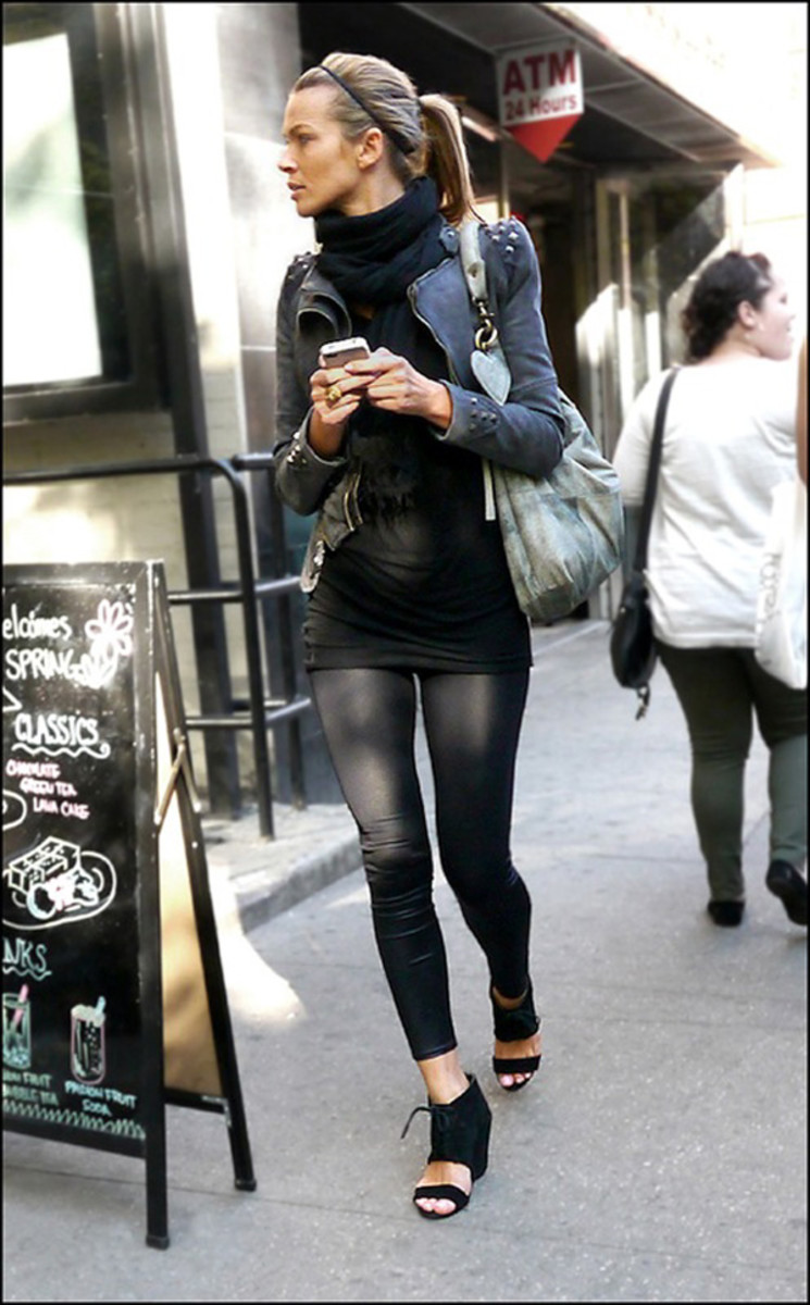 Full length leggings are suitable for smaller framed women.