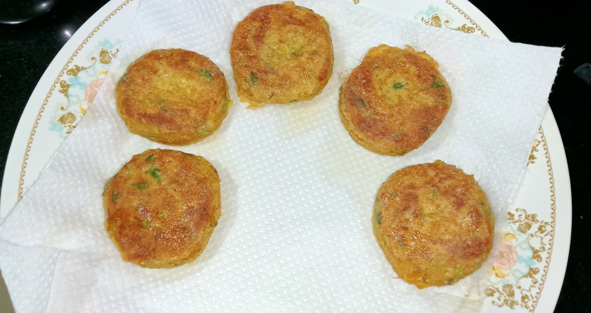 Once golden brown, transfer to an absorbent paper towel. Serve with chutney or ketchup.